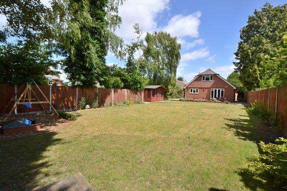 4 Bedrooms Chalet House for sale in Atbara Road, Church Crookham, Fleet