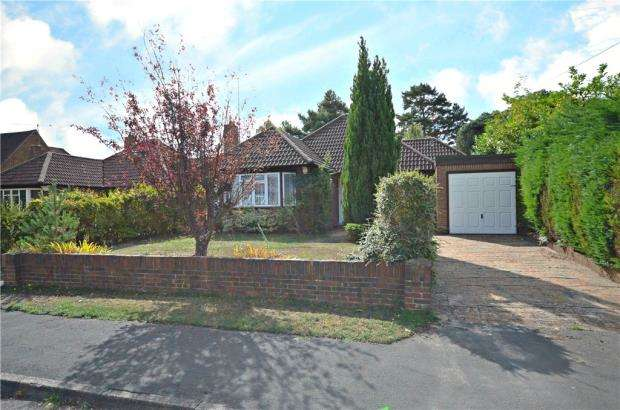2 Bedrooms Detached Bungalow for sale in Greenways, Sandhurst, Berkshire