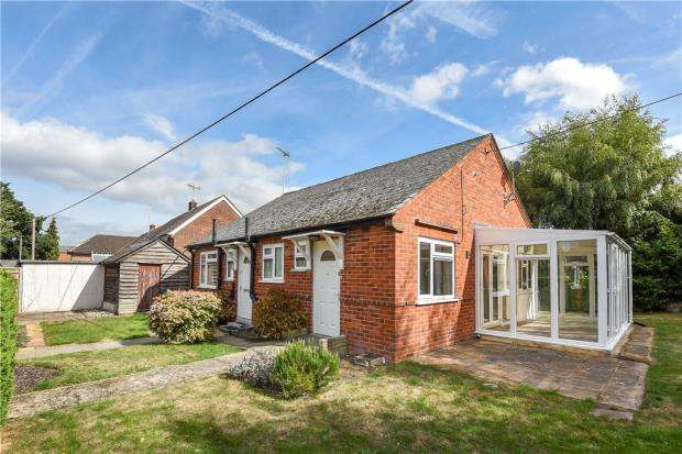 2 Bedrooms Detached Bungalow for sale in Grovelands Avenue, Winnersh, Wokingham