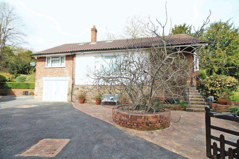 3 Bedrooms Detached Bungalow for sale in Fairy Road, Wrexham