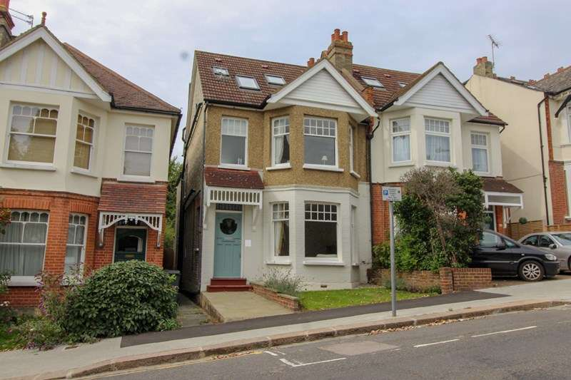 4 Bedrooms Semi Detached House for sale in Fitzjohn Avenue, High Barnet