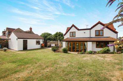 4 Bedrooms Detached House for sale in Whitfield, Wotton-Under-Edge, .