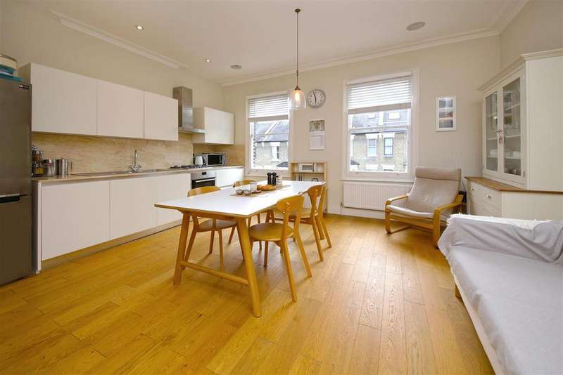 3 Bedrooms Apartment Flat for sale in Courthope Road, London