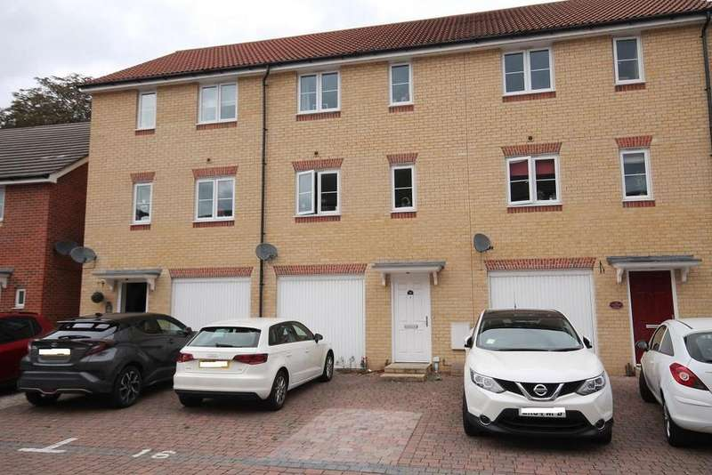 3 Bedrooms Terraced House for sale in Cranwell Road, Farnborough