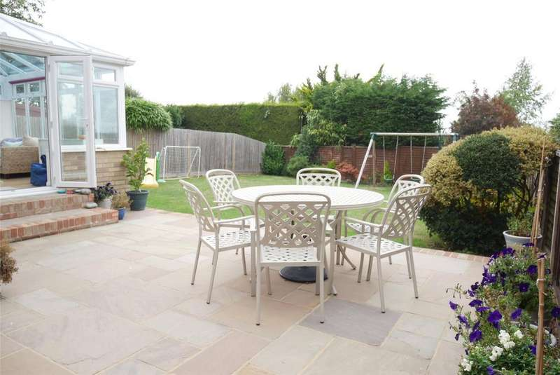 3 Bedrooms Detached House for sale in Gloucester Close, Willingdon, Eastbourne, BN22