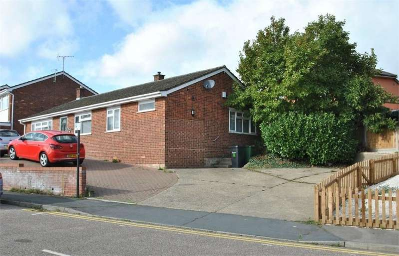 3 Bedrooms Detached Bungalow for sale in Kenworthy Road, BRAINTREE, Essex
