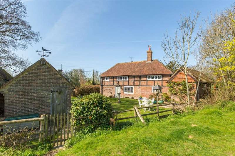 3 Bedrooms Detached House for sale in Far from the madding crowd