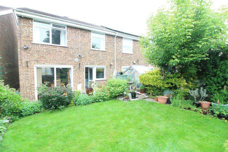 3 Bedrooms Semi Detached House for sale in Delightful Extended Semi in Wigmore, Buckingham Drive, Stopsley