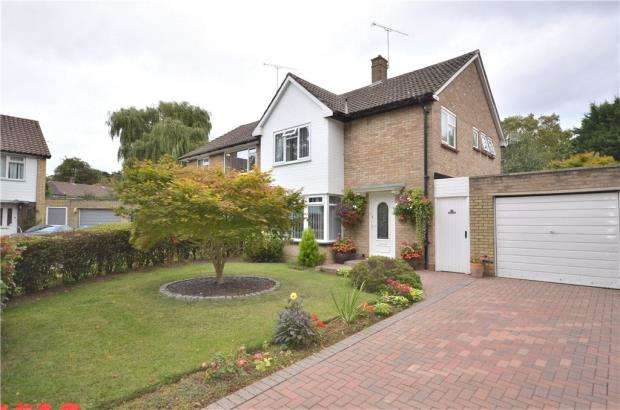 3 Bedrooms Semi Detached House for sale in The Green, Bracknell, Berkshire