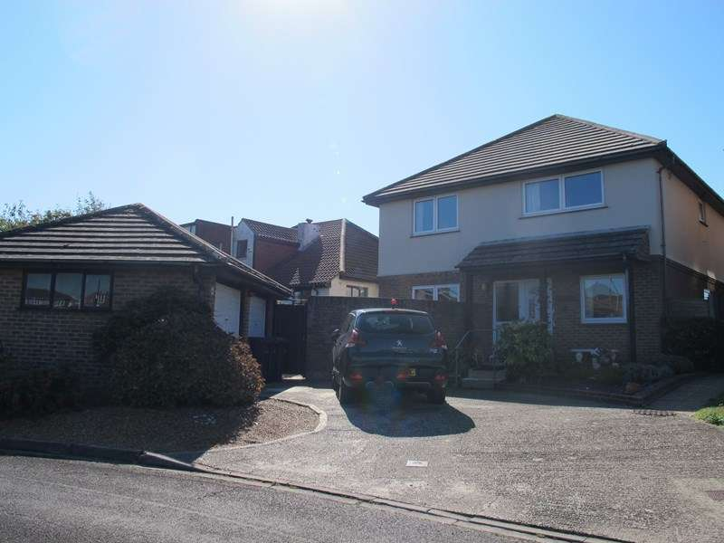 4 Bedrooms Detached House for sale in Lakeside, Lee-On-The-Solent