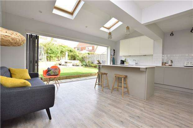 4 Bedrooms Semi Detached House for sale in Hollyguest Road, Hanham, BS15 9NN