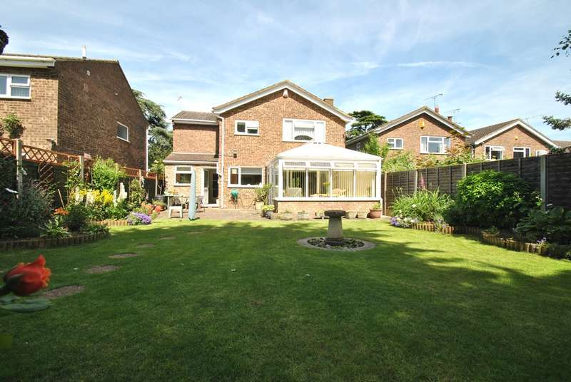 4 Bedrooms Detached House for sale in Hitchin Road, Shefford, SG17