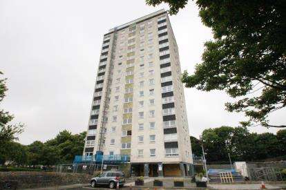 2 Bedrooms Flat for sale in Raeburn Heights, Glenrothes