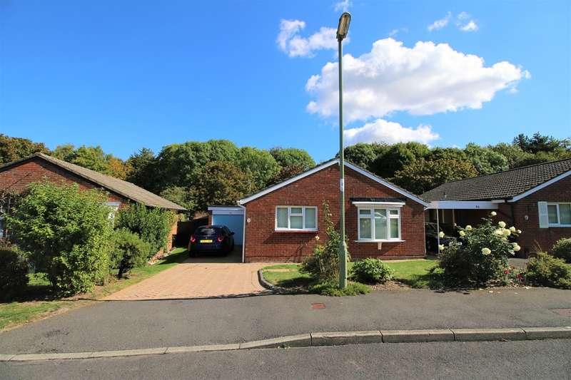 3 Bedrooms Bungalow for sale in Hogarth Close, Black Dam, Basingstoke, RG21