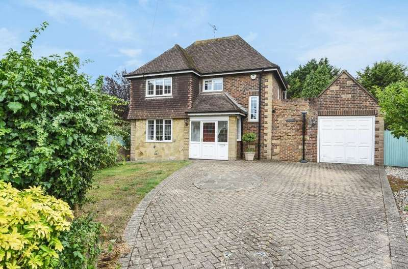 3 Bedrooms Detached House for sale in The Cotswolds, Southwick, West Sussex, BN42