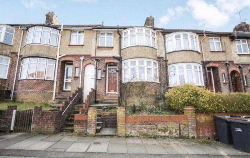 3 Bedrooms Terraced House for sale in Large Traditional Home on Harcourt Street, South Luton