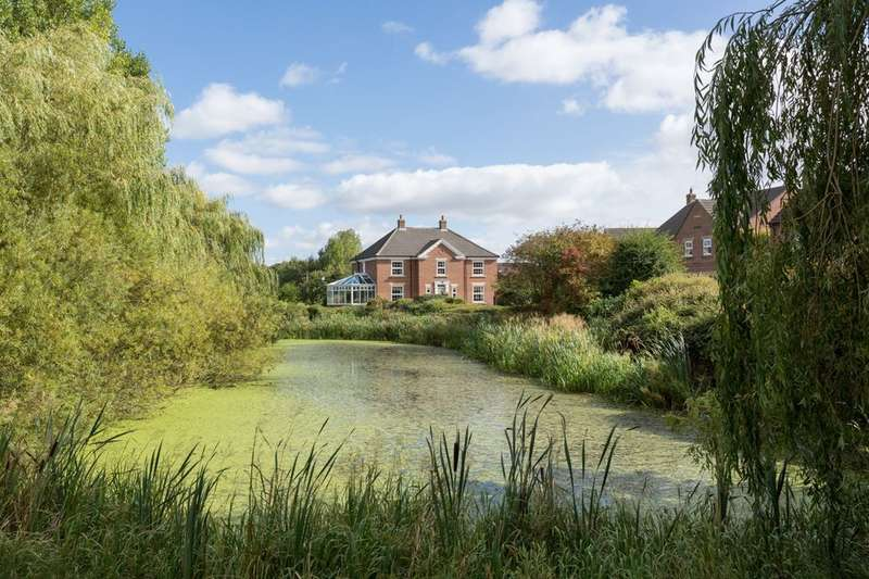 5 Bedrooms Detached House for sale in Lakeside Gardens, Strensall, York, YO32