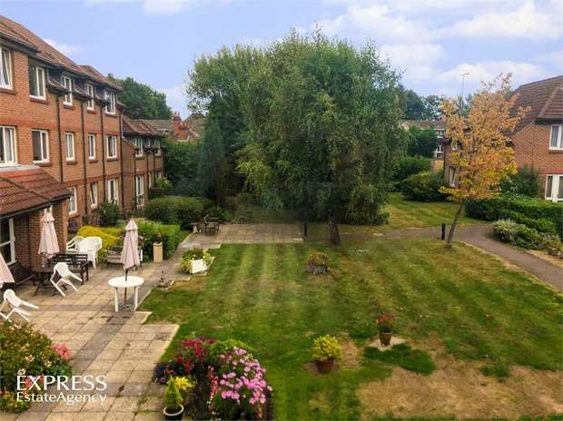 1 Bedroom Flat for sale in Tebbit Close, Bracknell, Berkshire