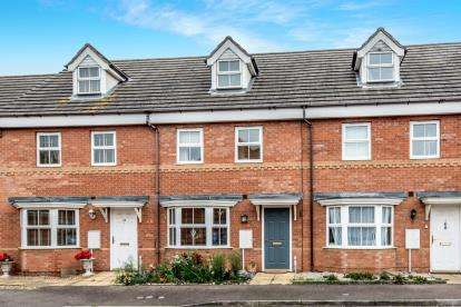 4 Bedrooms Terraced House for sale in Sandleford Drive, Elstow, Bedford, Bedfordshire