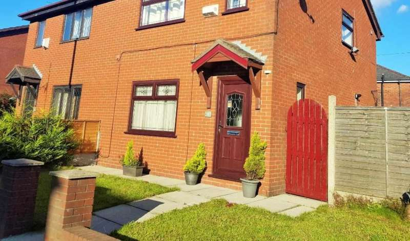 3 Bedrooms Semi Detached House for sale in Oldham Road, Shaw.