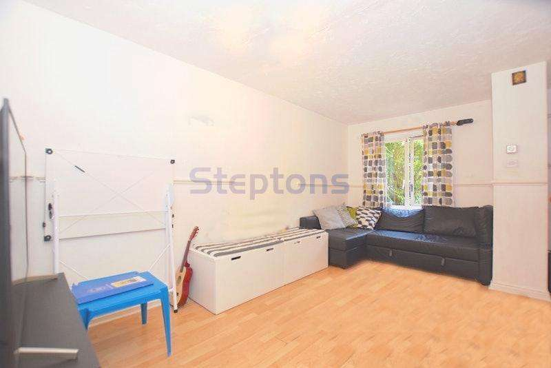 2 Bedrooms House for sale in Rowsthorne Close, London, E16