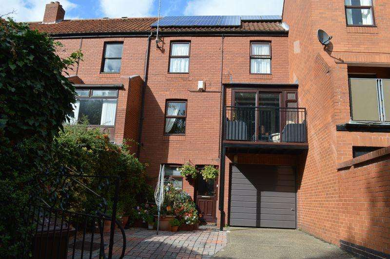 2 Bedrooms Town House for sale in Neustadt Court, Lincoln
