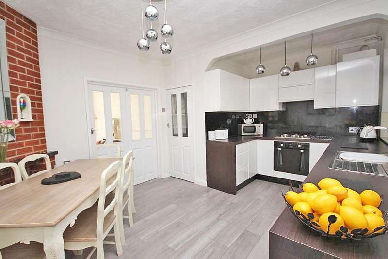 3 Bedrooms Property for sale in NEWHAVEN TERRACE, GRIMSBY