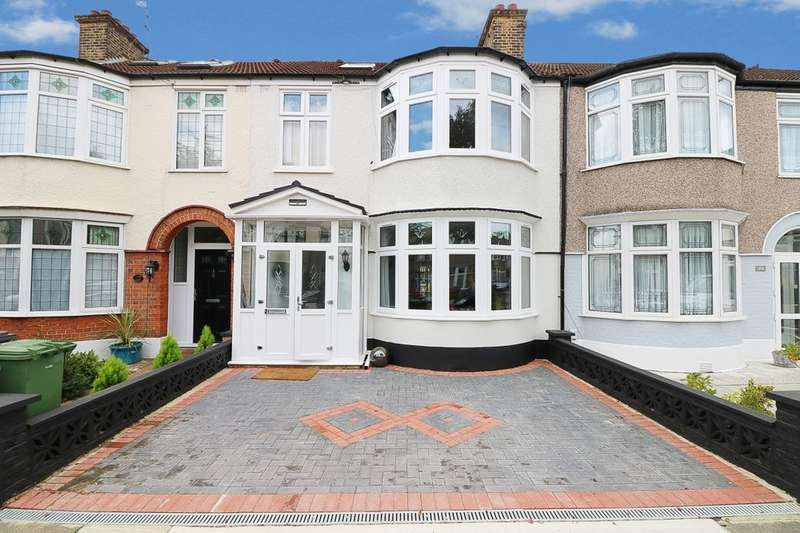 4 Bedrooms Terraced House for sale in Lyndhurst Gardens, Barking, IG11
