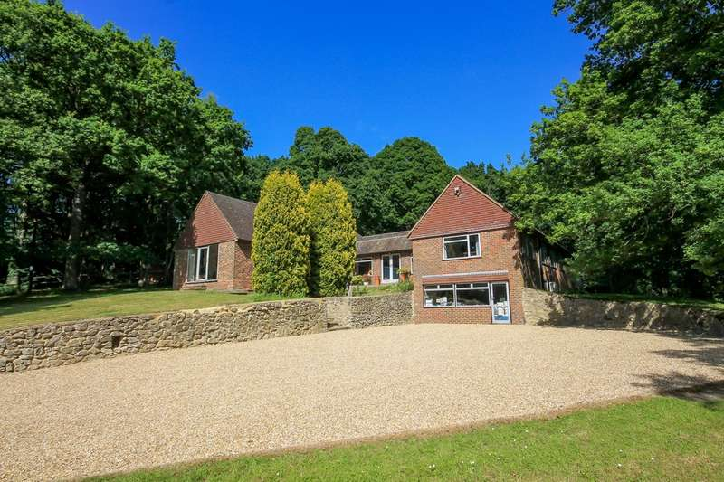 4 Bedrooms Detached House for sale in Luxfords Lane, East Grinstead