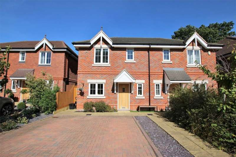 3 Bedrooms Semi Detached House for sale in 36 Farnesdown Drive, Wokingham, Berkshire