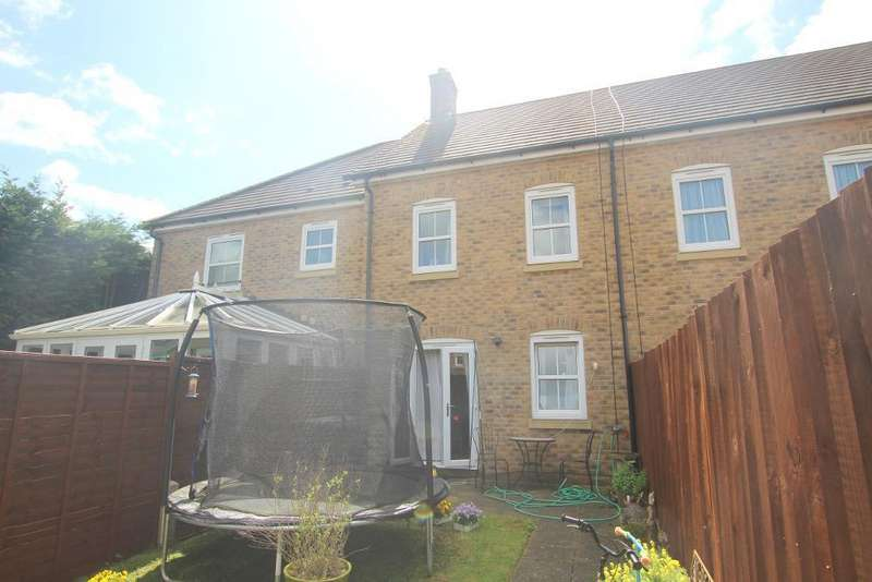 3 Bedrooms Town House for sale in Aston Gate, Flitwick, Bedfordshire, MK45 1AG