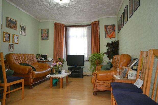 3 Bedrooms Terraced House for sale in Macaulay Road, East Ham, London, E6