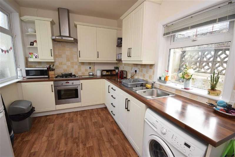 2 Bedrooms Terraced House for sale in Wellhouse Road, Barnoldswick, Lancashire