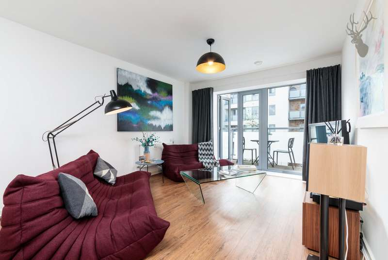 3 Bedrooms Apartment Flat for sale in Clement Attlee House, Cardigan Road, Bow, E3