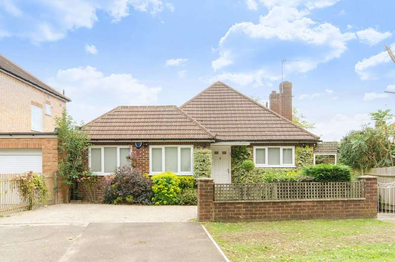 4 Bedrooms Bungalow for sale in Ashley Walk, Mill Hill East, NW7