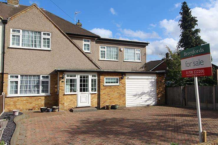 5 Bedrooms Semi Detached House for sale in Tyne Close, Upminster, Essex, RM14