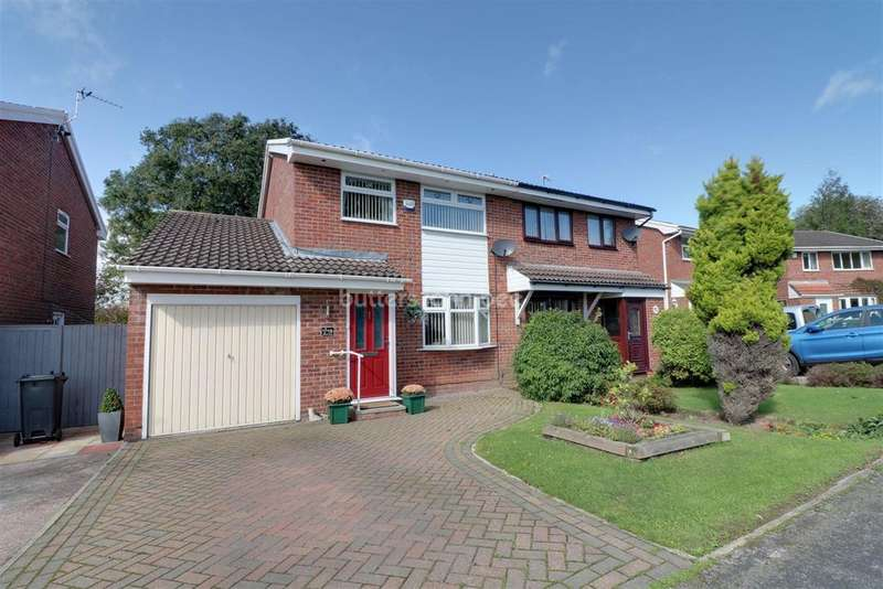 3 Bedrooms Semi Detached House for sale in Windsor Drive, Winsford