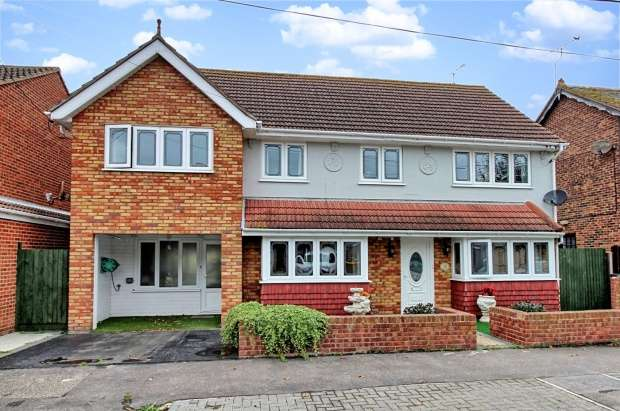 6 Bedrooms Detached House for sale in Beveland Road, Canvey Island, Essex, SS8 7QU