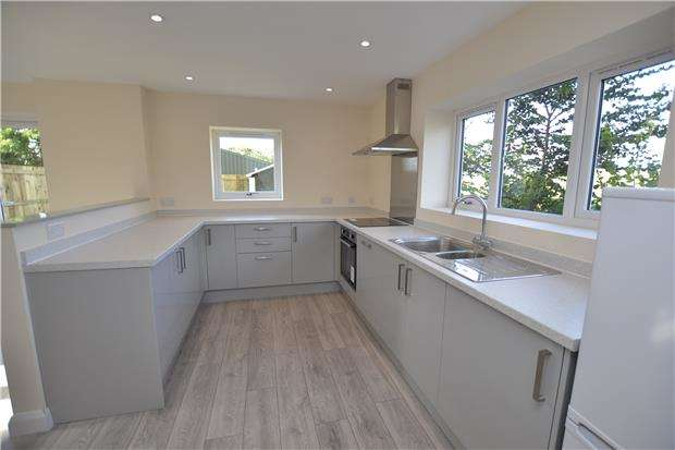 3 Bedrooms Semi Detached House for sale in Severn Road, Bristol, BS10 7RZ