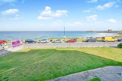 2 Bedrooms Maisonette Flat for sale in Esplanade Road, Pentire, Newquay