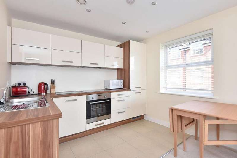 2 Bedrooms Flat for sale in Whitton House, Wokingham, RG41