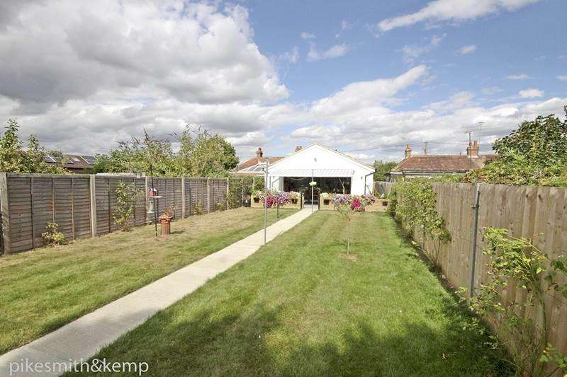 3 Bedrooms Semi Detached Bungalow for sale in Woodlands Park Avenue, MAIDENHEAD, SL6