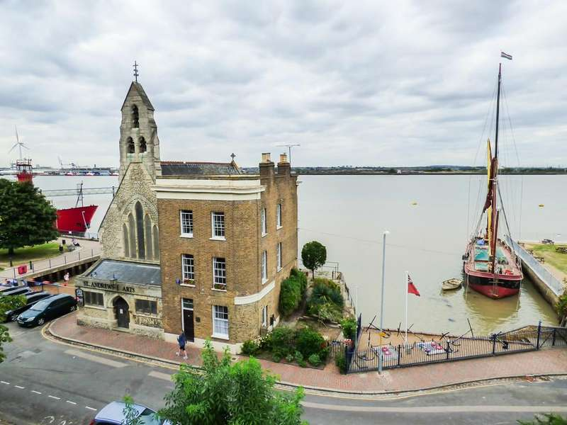 4 Bedrooms Semi Detached House for sale in Royal Pier Road, Gravesend, Kent