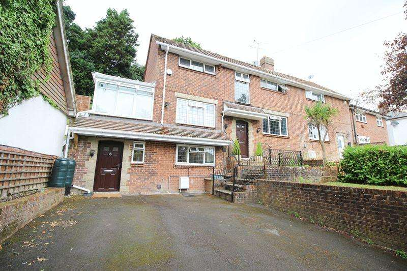 3 Bedrooms Semi Detached House for sale in Dell Road, Southampton