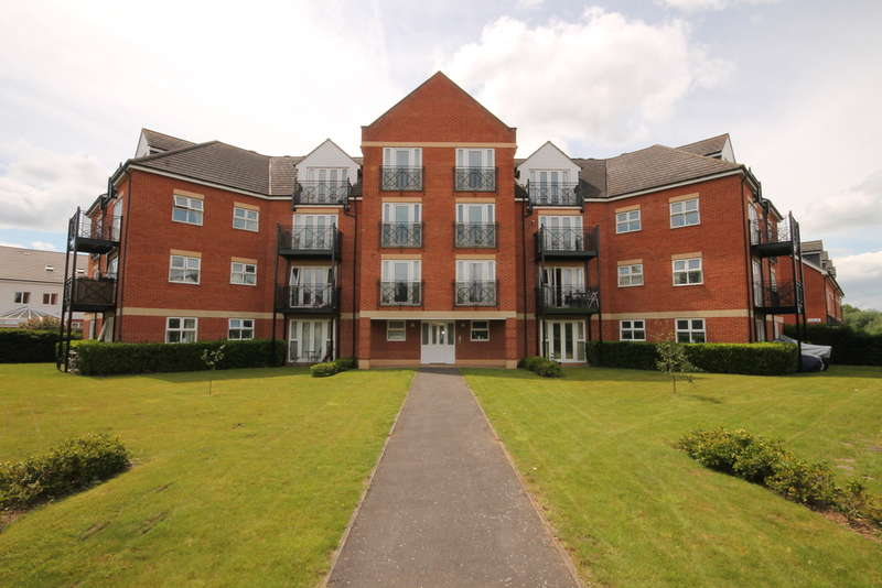 3 Bedrooms Apartment Flat for sale in Palgrave Road, Bedford, MK42