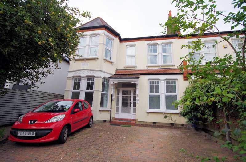 3 Bedrooms Flat for sale in REDBOURNE AVENUE, FINCHLEY, N3
