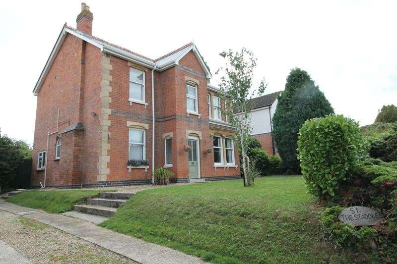 4 Bedrooms Detached House for sale in Green Lane, Hucclecote, Gloucester