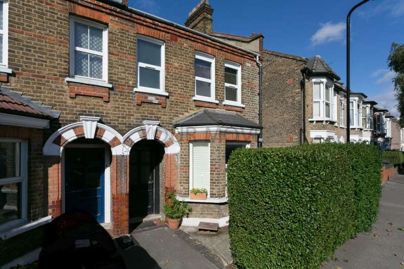 2 Bedrooms Flat for sale in Coppermill Lane, Walthamstow, London, E17