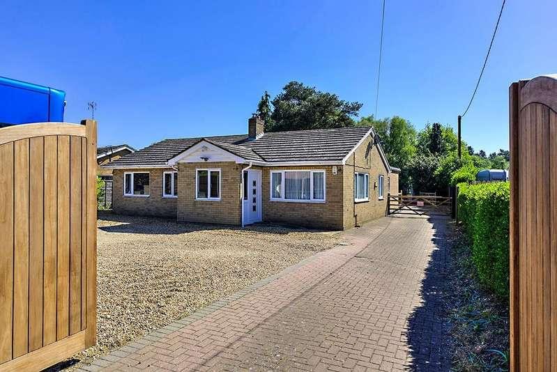 4 Bedrooms Detached Bungalow for sale in Swaffham Road, Mundford