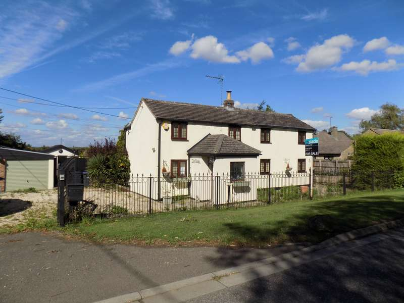 4 Bedrooms Property for sale in Malmesbury Road, Cricklade